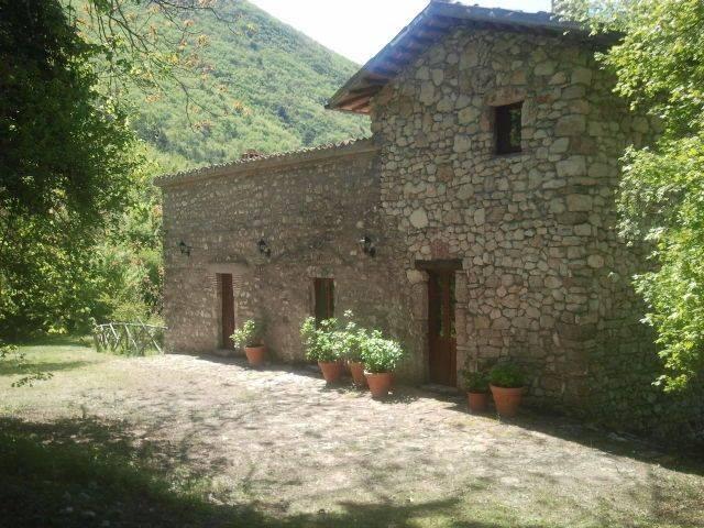 Rustico / Casale in vendita a Terni, 9 locali, zona Zona: Marmore, prezzo € 248.000 | CambioCasa.it