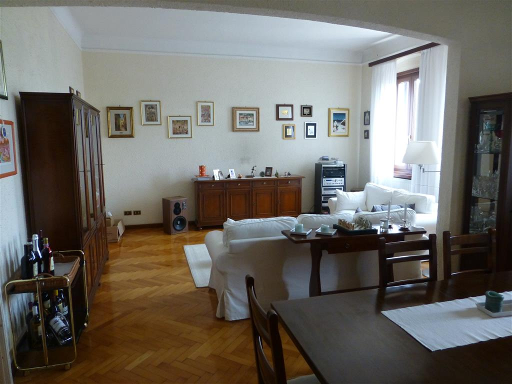 Appartamento in vendita a Trieste, 4 locali, zona Zona: Semicentro, prezzo € 165.000 | Cambio Casa.it