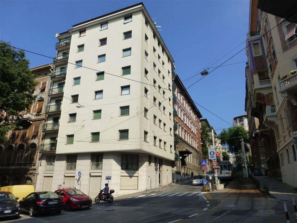 Appartamento in vendita a Trieste, 5 locali, zona Zona: Centro, prezzo € 120.000 | Cambio Casa.it