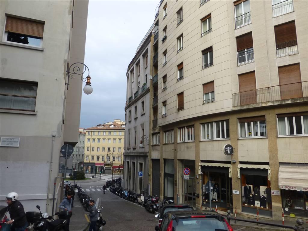 Appartamento in vendita a Trieste, 4 locali, zona Zona: Centro, prezzo € 165.000 | Cambio Casa.it