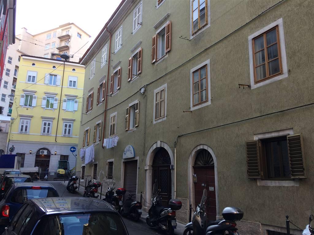 Appartamento in vendita a Trieste, 6 locali, prezzo € 85.000 | Cambio Casa.it