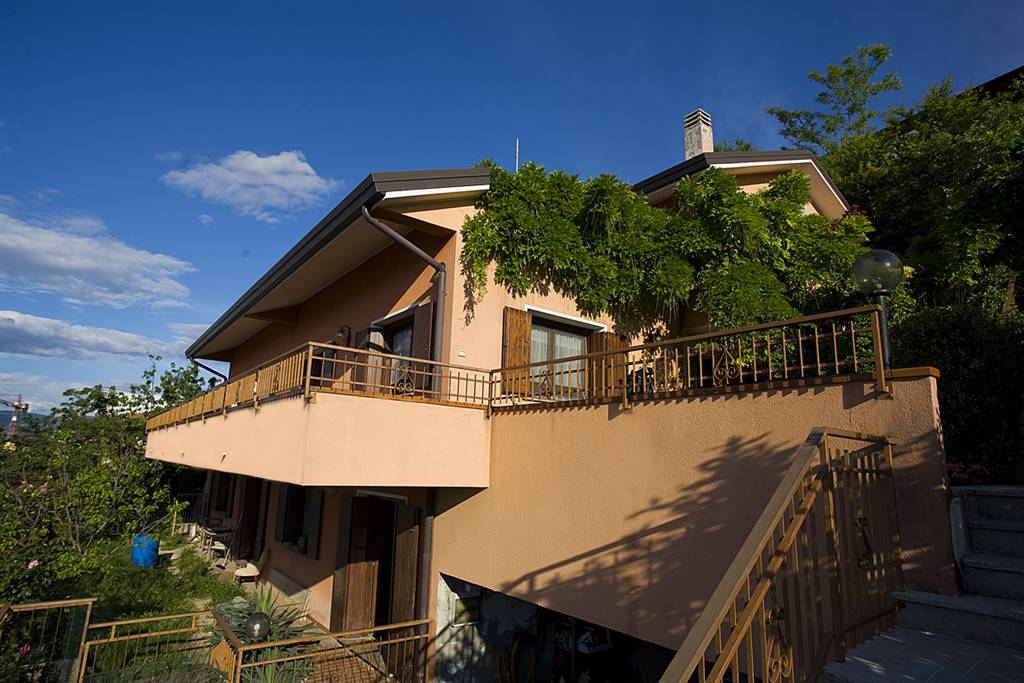 Villa in vendita a Muggia, 11 locali, prezzo € 550.000 | Cambio Casa.it