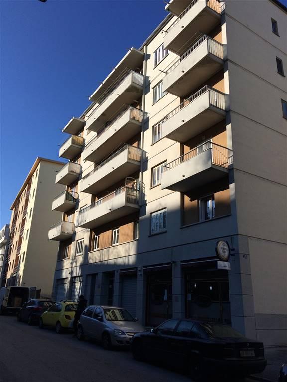 Appartamento in affitto a Trieste, 4 locali, zona Zona: Semicentro, prezzo € 400 | Cambio Casa.it