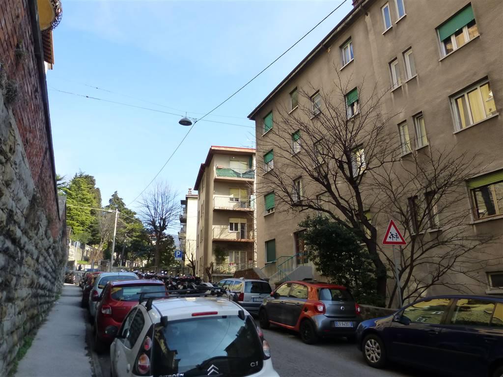 Appartamento in vendita a Trieste, 4 locali, zona Zona: Semicentro, prezzo € 85.000 | CambioCasa.it