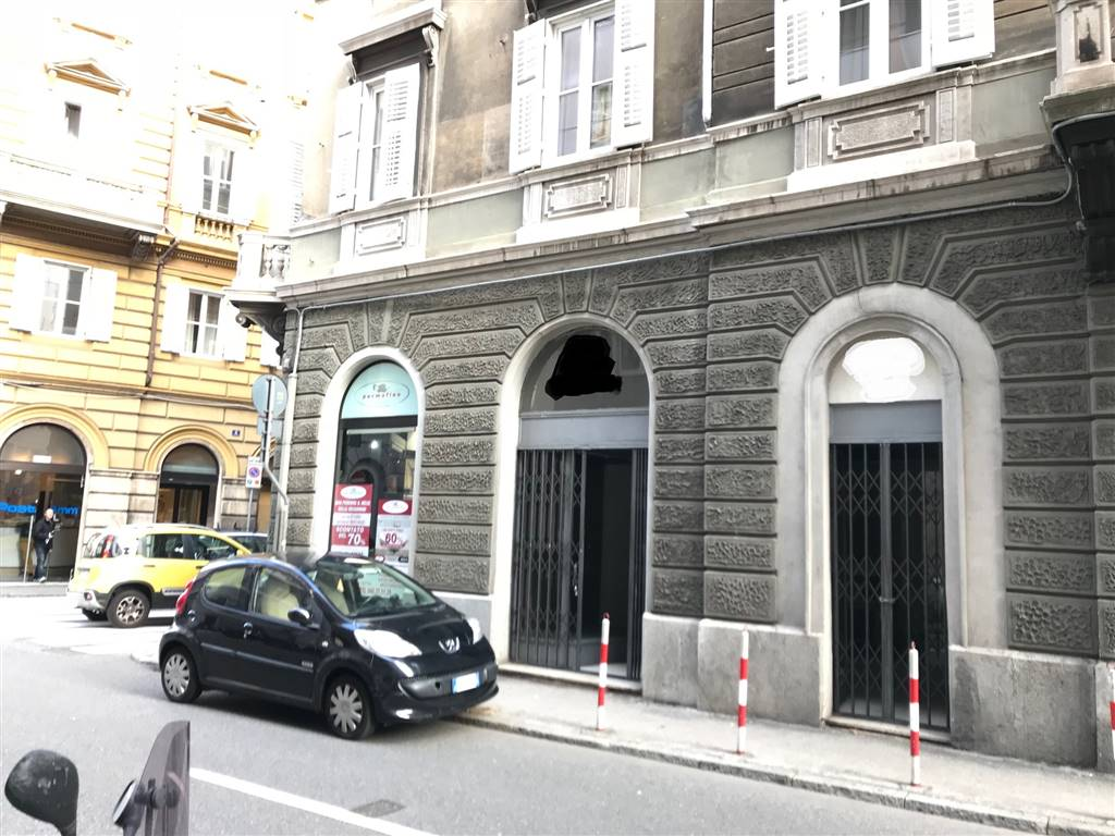 Negozio / Locale in affitto a Trieste, 2 locali, prezzo € 500   CambioCasa.it
