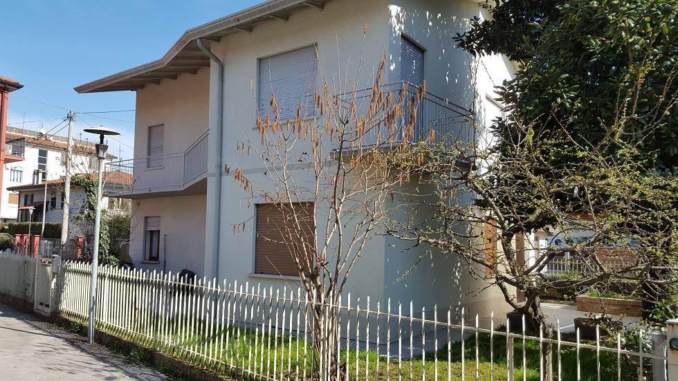 Soluzione Indipendente in vendita a Spinea, 7 locali, prezzo € 250.000 | Cambio Casa.it
