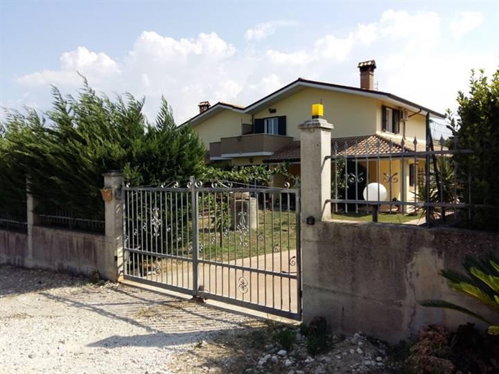 Villa, Nocciano, seminuova