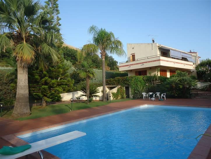 Villa Bifamiliare in vendita a Diamante, 8 locali, prezzo € 780.000 | CambioCasa.it