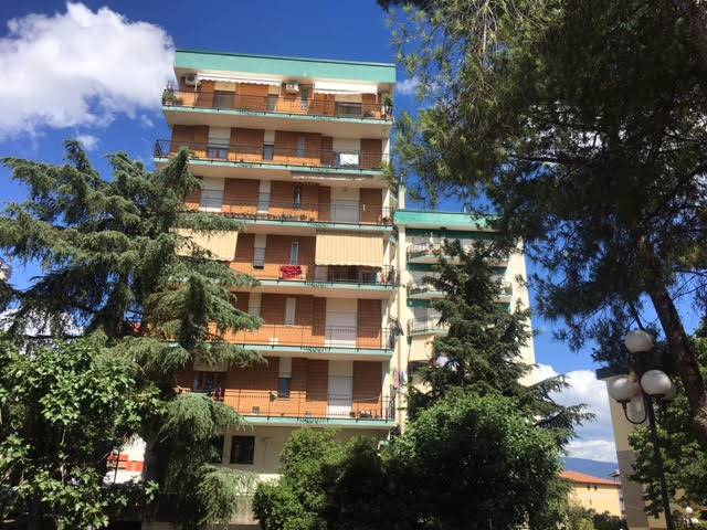 Attività / Licenza in affitto a Rende, 3 locali, zona Zona: Roges, prezzo € 2.000 | CambioCasa.it