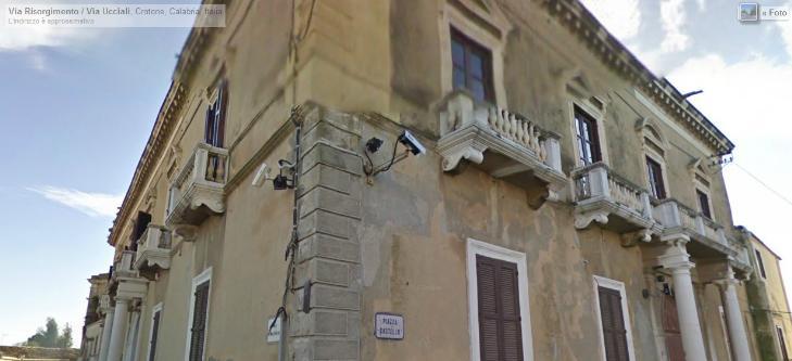 Palazzo-stabile Affitto Crotone