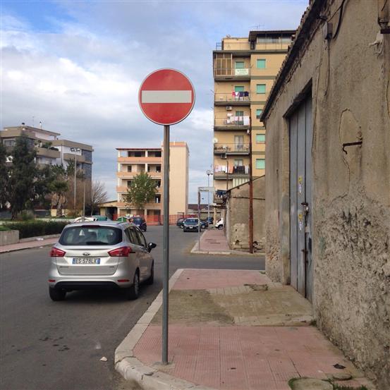 magazzino-deposito Affitto Crotone