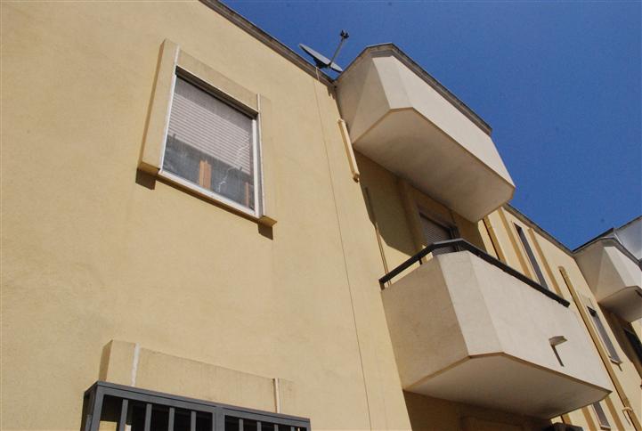 Appartamento in vendita a Latiano, 4 locali, prezzo € 110.000 | Cambio Casa.it