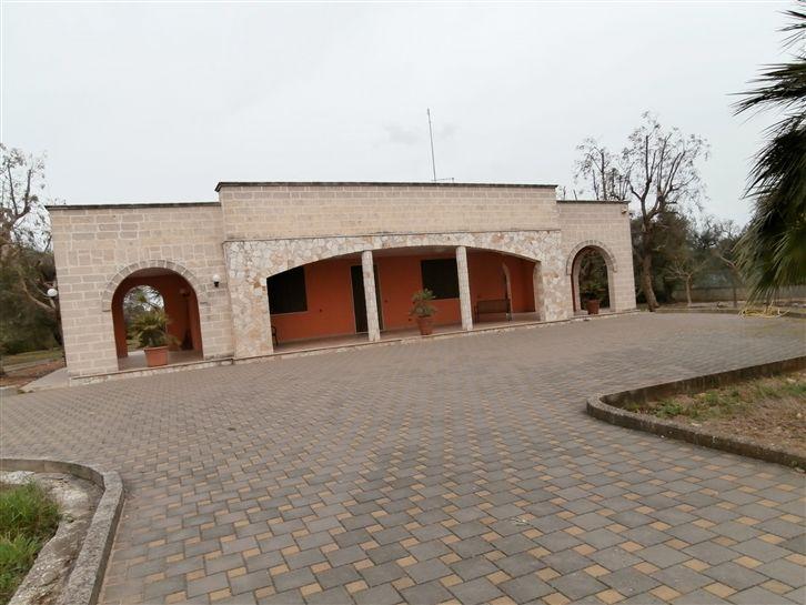 Appartamento in affitto a Mesagne, 6 locali, prezzo € 1.200 | Cambio Casa.it