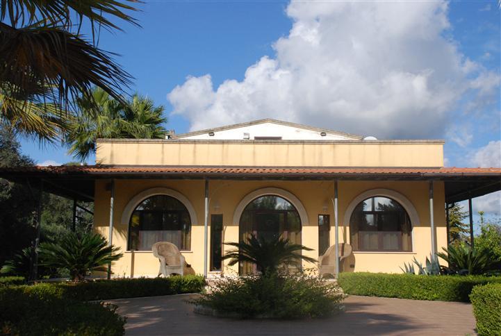 Villa in affitto a Latiano, 8 locali, Trattative riservate | Cambio Casa.it