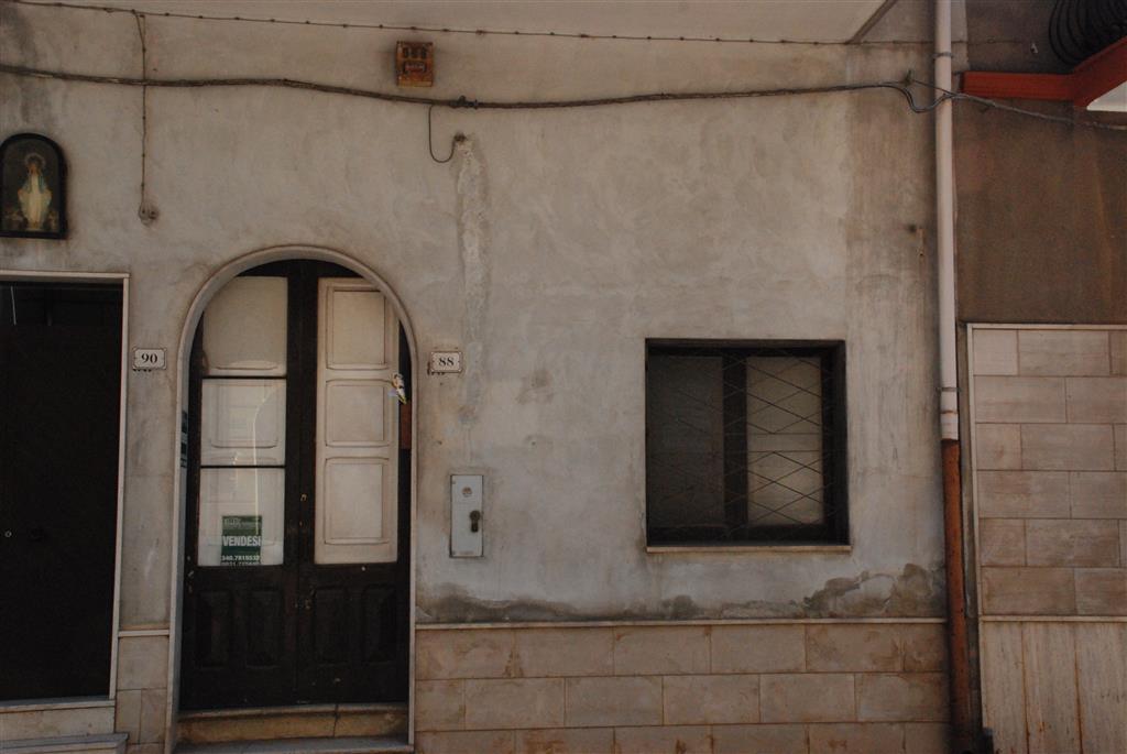 Appartamento in vendita a Latiano, 7 locali, prezzo € 100.000 | Cambio Casa.it