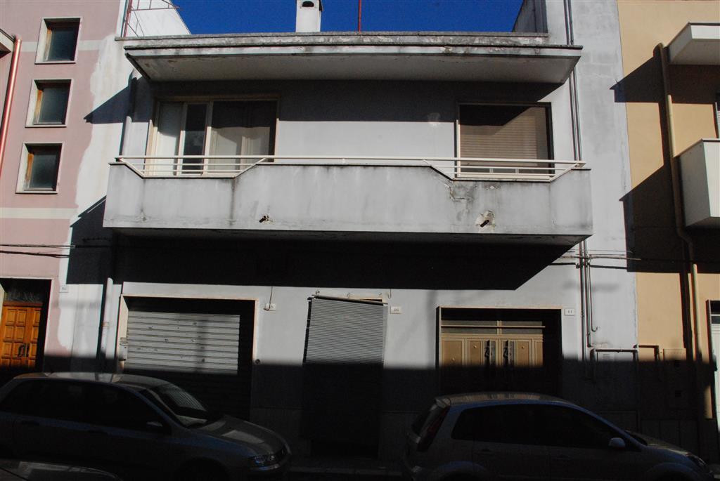 Appartamento in vendita a Latiano, 4 locali, prezzo € 115.000 | Cambio Casa.it