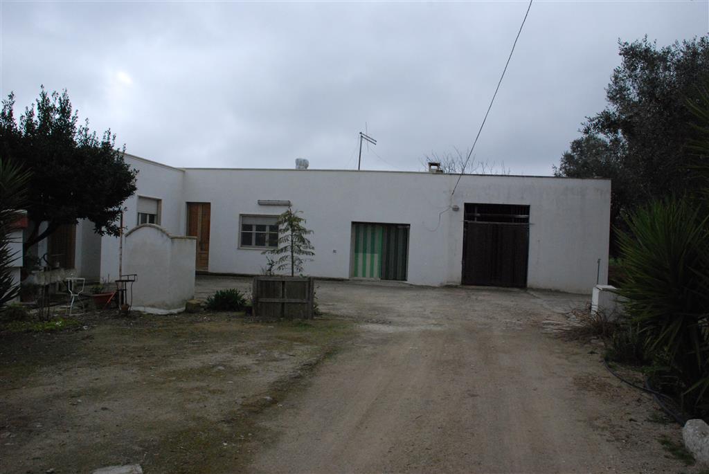Appartamento in vendita a Torre Santa Susanna, 7 locali, zona Località: C.DA CAMARDA, Trattative riservate | Cambio Casa.it
