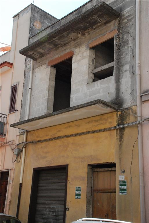 Appartamento in vendita a Latiano, 6 locali, prezzo € 85.000 | Cambio Casa.it