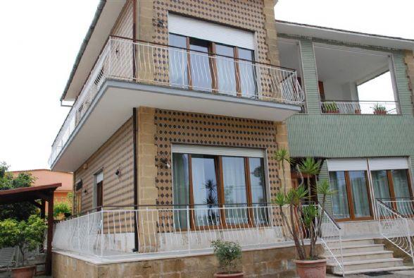 Villa in vendita a Latiano, 8 locali, Trattative riservate | Cambio Casa.it