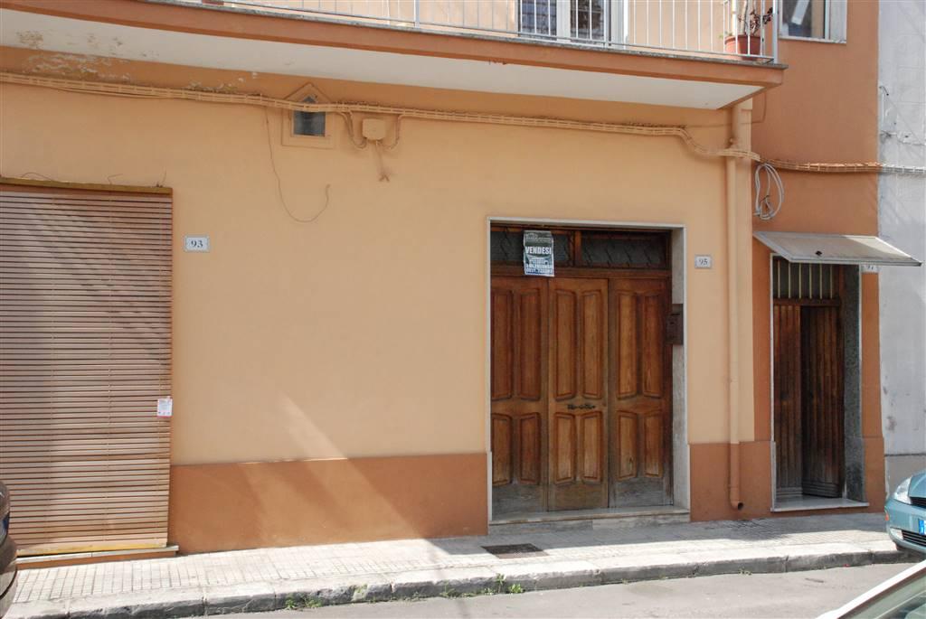 Appartamento in vendita a Latiano, 8 locali, prezzo € 100.000 | Cambio Casa.it