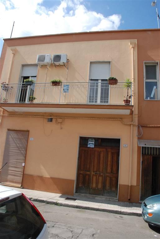 Appartamento in vendita a Latiano, 5 locali, prezzo € 85.000 | Cambio Casa.it