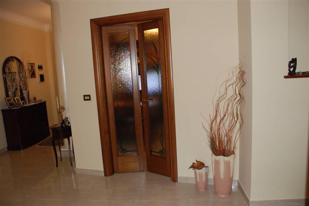 Appartamento in vendita a Latiano, 6 locali, prezzo € 125.000 | Cambio Casa.it