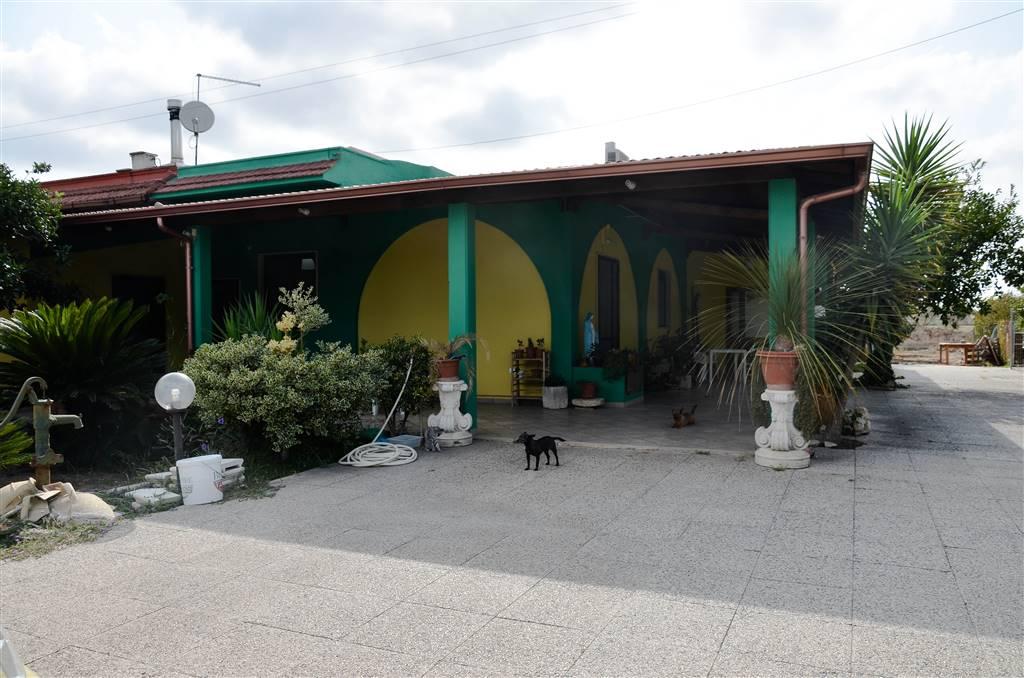 Villa in vendita a Latiano, 5 locali, zona Località: C.DA SINGOLO, Trattative riservate | CambioCasa.it