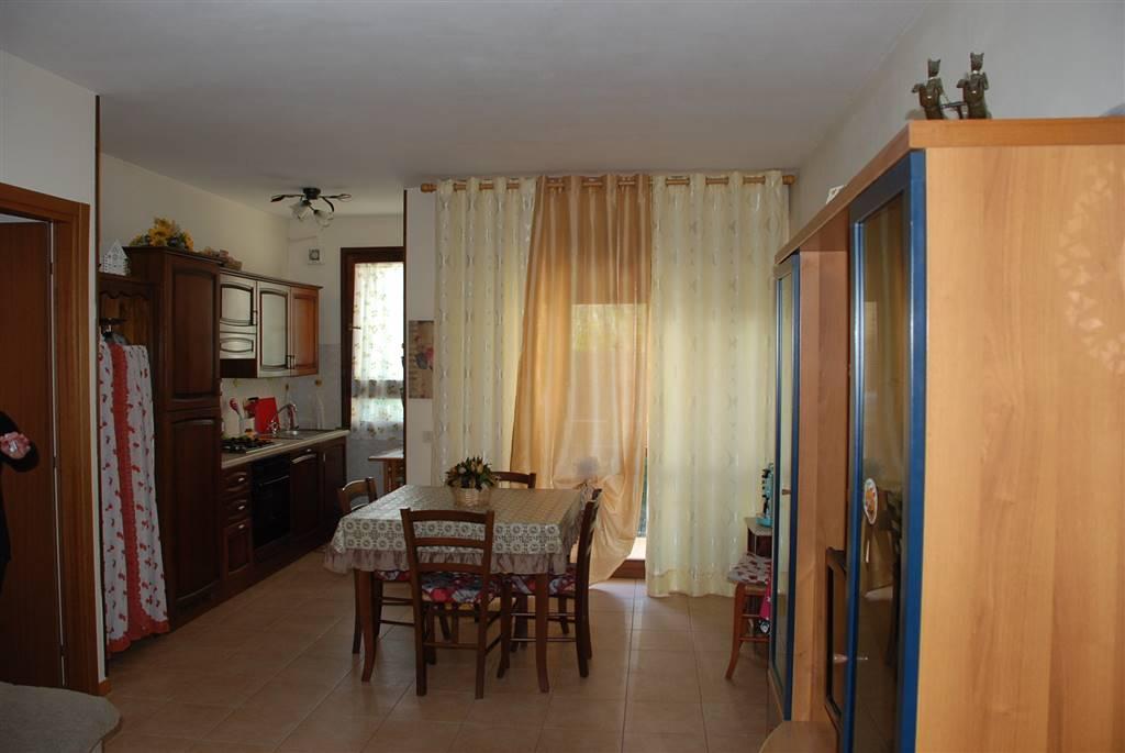 Appartamento in vendita a Collesalvetti, 4 locali, zona Zona: Vicarello, prezzo € 129.000   Cambio Casa.it