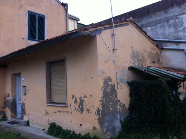 Soluzione Indipendente in vendita a Collesalvetti, 3 locali, zona Zona: Vicarello, prezzo € 29.000   Cambio Casa.it