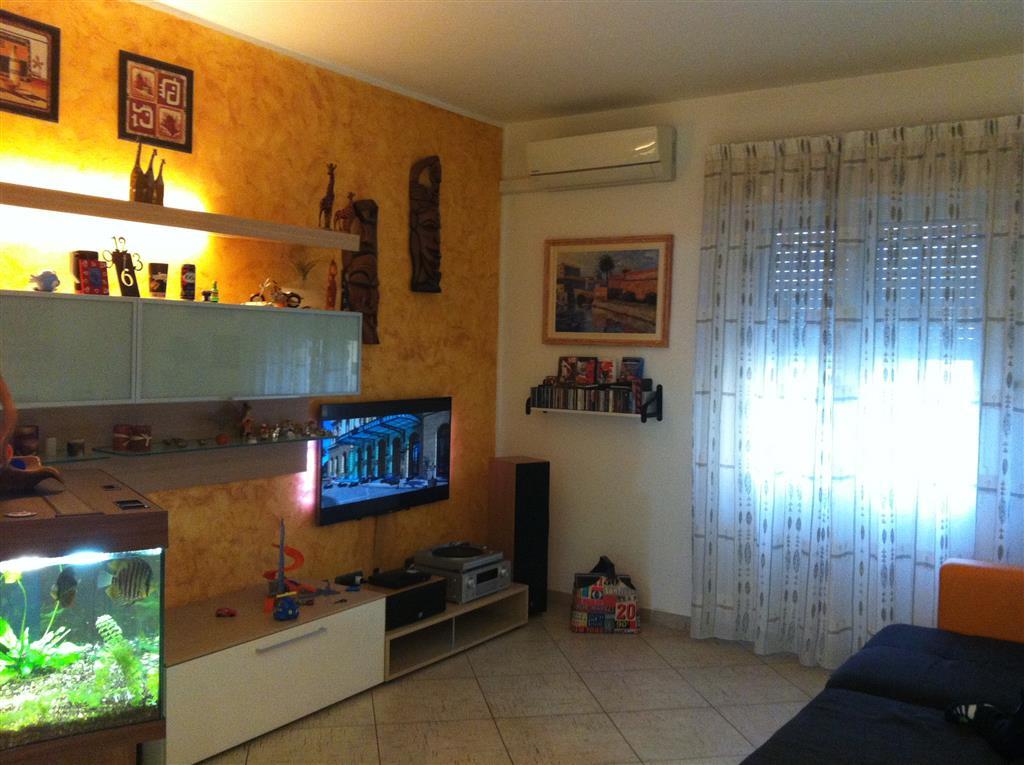 Appartamento in vendita a Collesalvetti, 4 locali, zona Zona: Stagno, prezzo € 165.000 | Cambio Casa.it