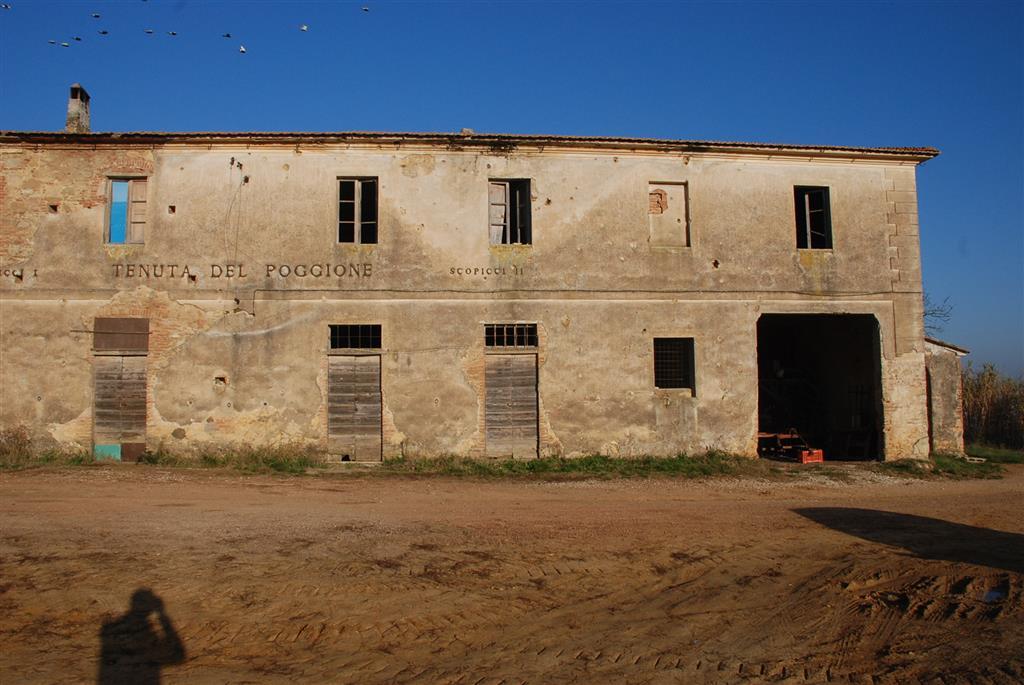 Rustico / Casale in vendita a Fauglia, 10 locali, prezzo € 300.000 | CambioCasa.it