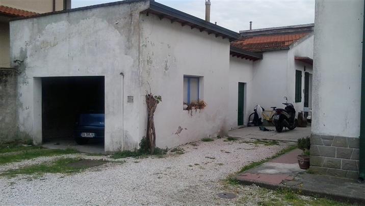 Soluzione Indipendente in vendita a Collesalvetti, 9 locali, prezzo € 800.000 | Cambio Casa.it