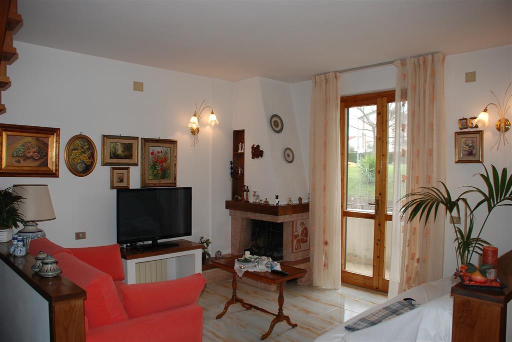 Soluzione Indipendente in vendita a Collesalvetti, 7 locali, prezzo € 230.000 | Cambio Casa.it