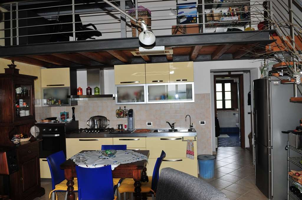 Appartamento in vendita a Collesalvetti, 4 locali, prezzo € 108.000 | Cambio Casa.it