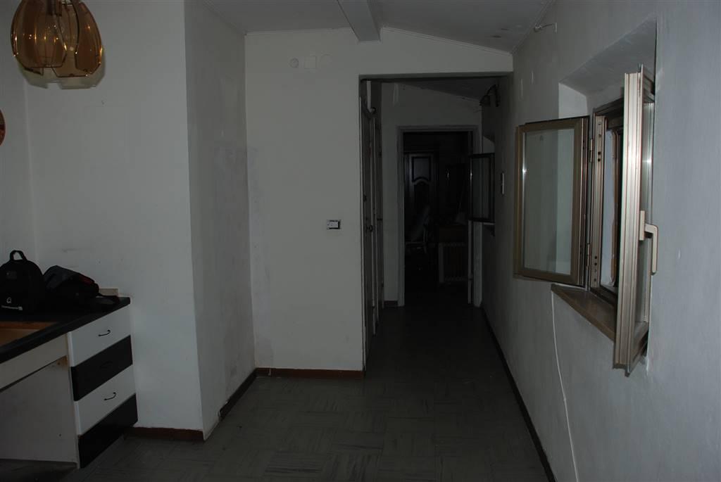 Appartamento in vendita a Collesalvetti, 5 locali, zona Zona: Vicarello, prezzo € 49.000 | CambioCasa.it