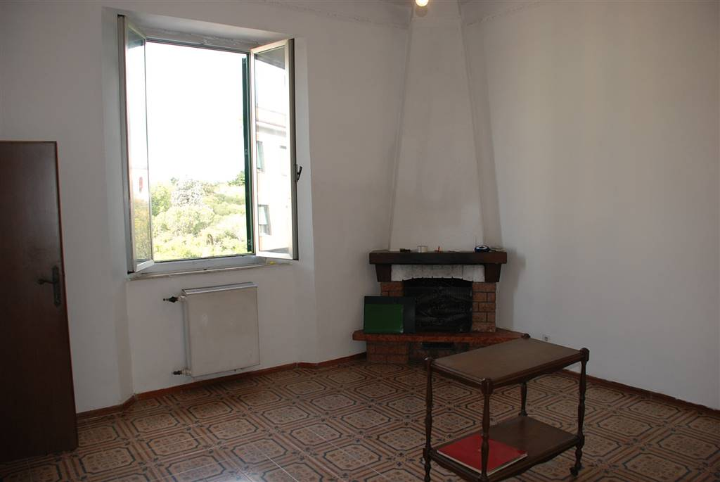 Appartamento in vendita a Livorno, 6 locali, zona Località: STAZIONE, prezzo € 138.000   Cambio Casa.it