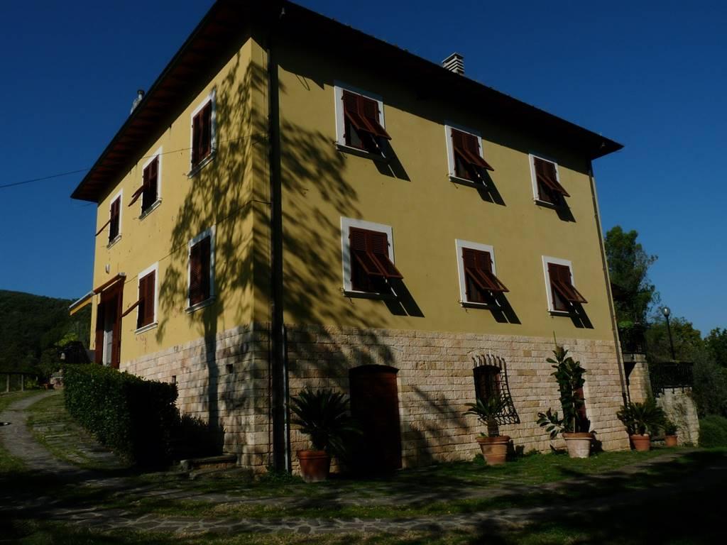 Villa in vendita a Collesalvetti, 15 locali, zona Zona: Parrana San Giusto, prezzo € 880.000 | Cambio Casa.it