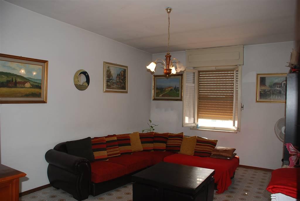 Appartamento in vendita a Collesalvetti, 6 locali, zona Zona: Vicarello, prezzo € 159.000   Cambio Casa.it