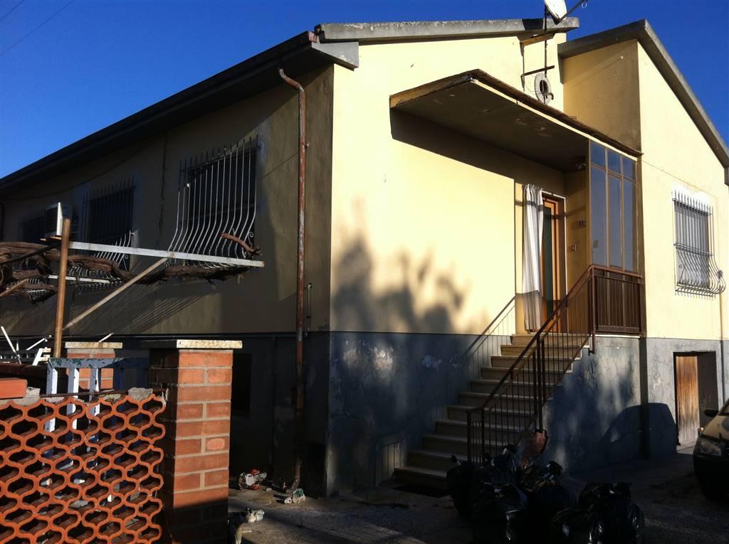 Villa in vendita a Collesalvetti, 6 locali, prezzo € 270.000 | Cambio Casa.it