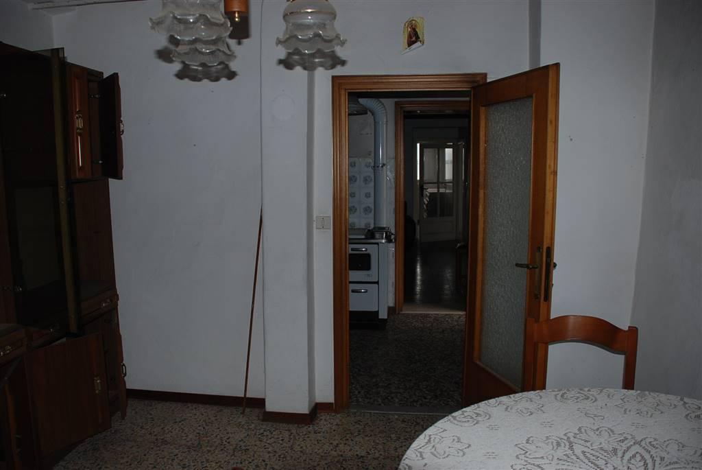 Appartamento in vendita a Crespina Lorenzana, 5 locali, zona Località: Crespina, prezzo € 48.000 | CambioCasa.it