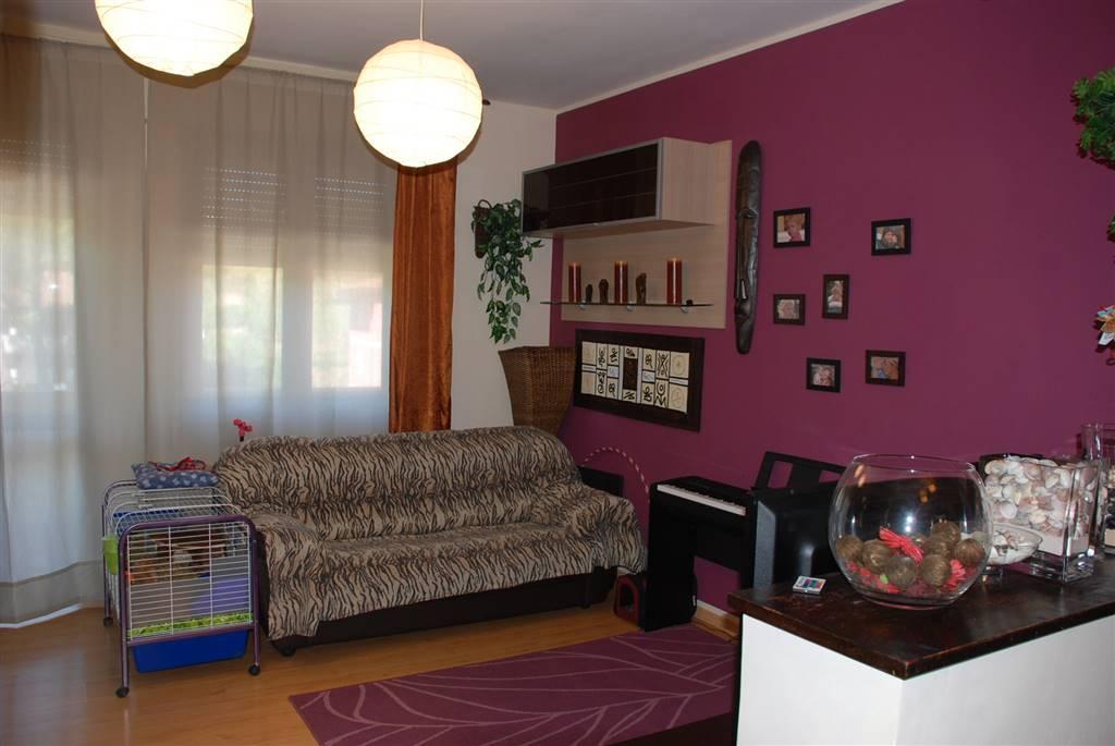 Appartamento in vendita a Collesalvetti, 6 locali, prezzo € 129.900 | CambioCasa.it