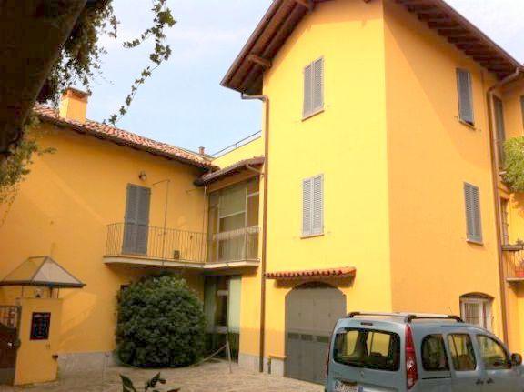Appartamento in vendita a Carate Brianza, 6 locali, prezzo € 490.000 | Cambiocasa.it