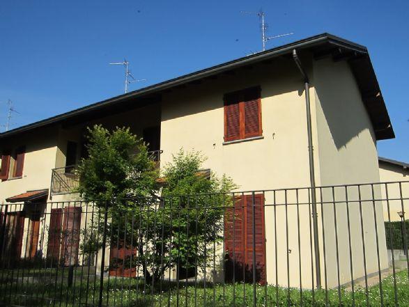 Villa in vendita a Carate Brianza, 4 locali, prezzo € 308.000 | Cambiocasa.it