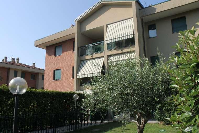 Appartamento in vendita a Carate Brianza, 4 locali, prezzo € 219.000 | Cambiocasa.it