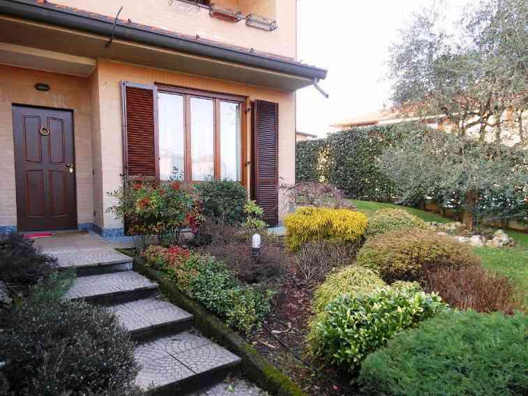 Villa in vendita a Carate Brianza, 4 locali, prezzo € 335.000 | Cambiocasa.it