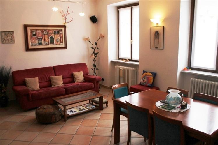 Appartamento in vendita a Carate Brianza, 3 locali, prezzo € 199.000 | Cambiocasa.it
