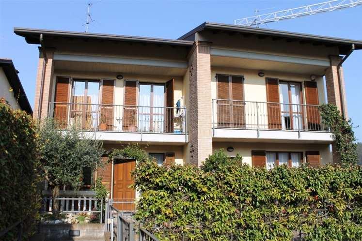Villa in vendita a Carate Brianza, 4 locali, prezzo € 340.000 | Cambiocasa.it