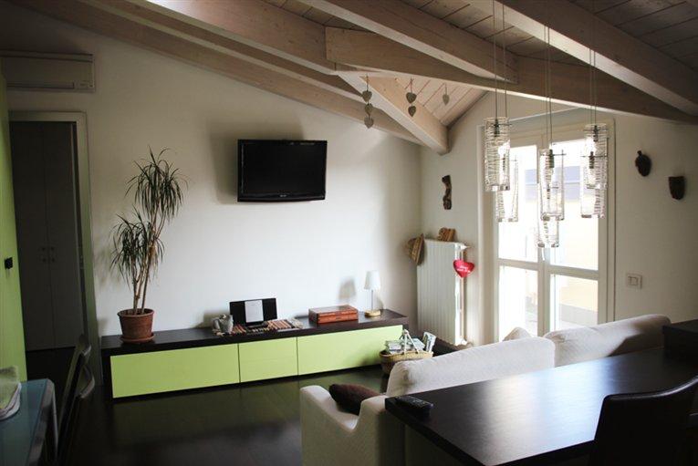 Appartamento in vendita a Carate Brianza, 2 locali, prezzo € 145.000   Cambiocasa.it
