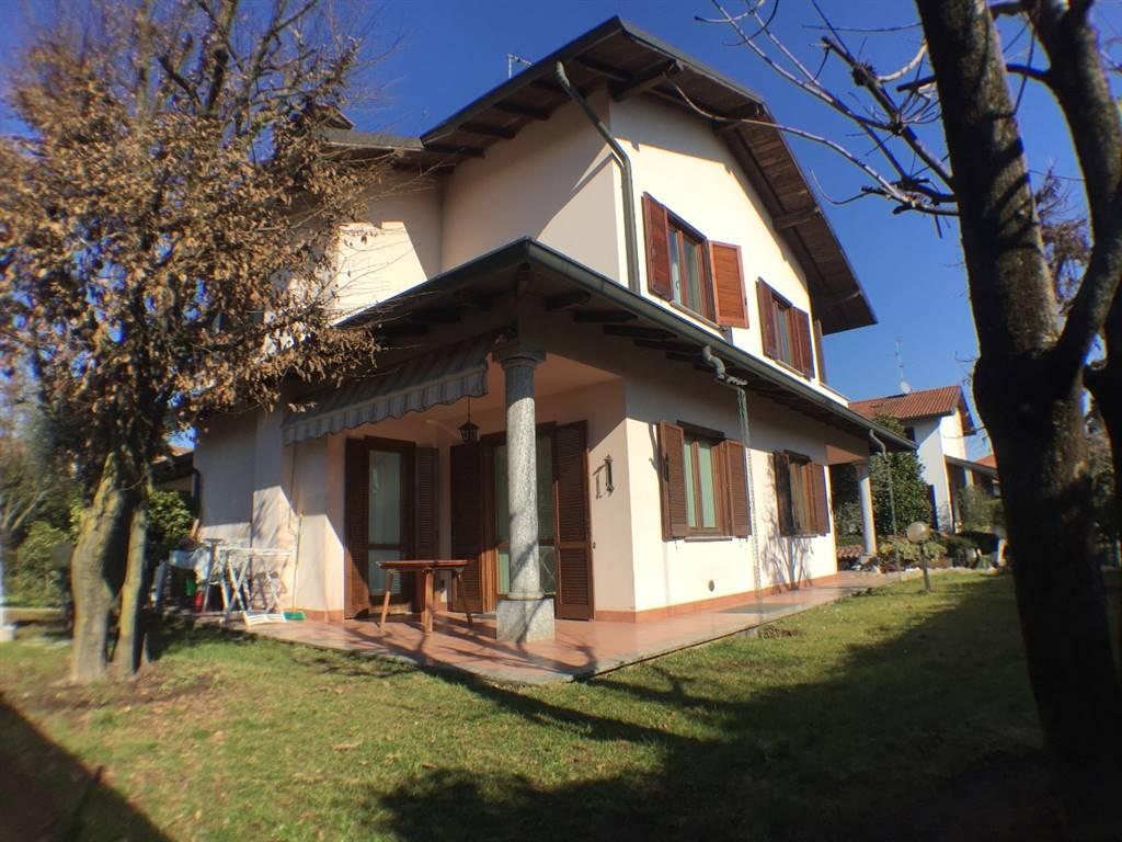 Villa in Vendita a Verano Brianza: 5 locali, 227 mq