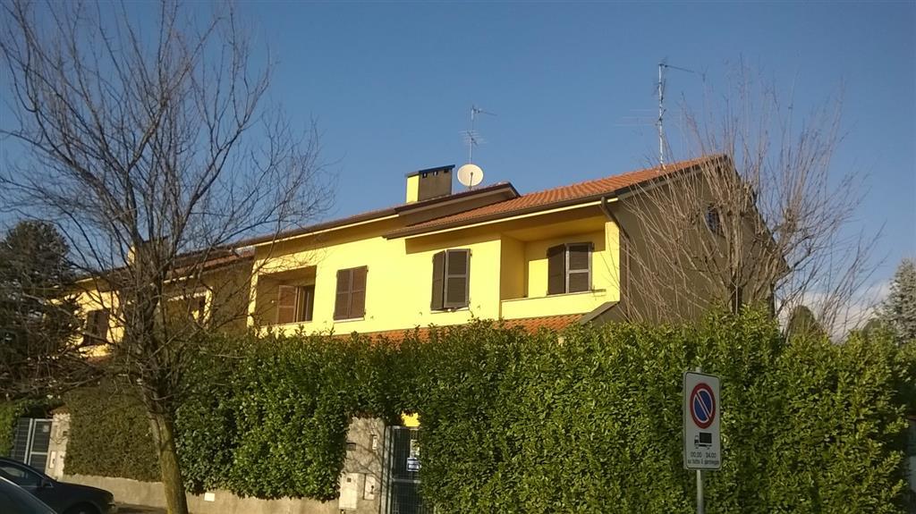 Villa in Vendita a Verano Brianza: 5 locali, 270 mq